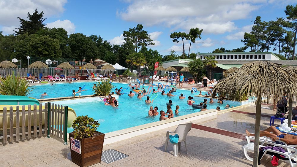 Camping avec animations aquagym jeux sports vend e for Animation piscine