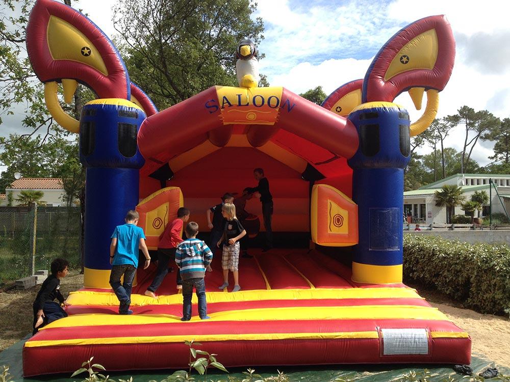 jeux gonflables-camping st jean de monts