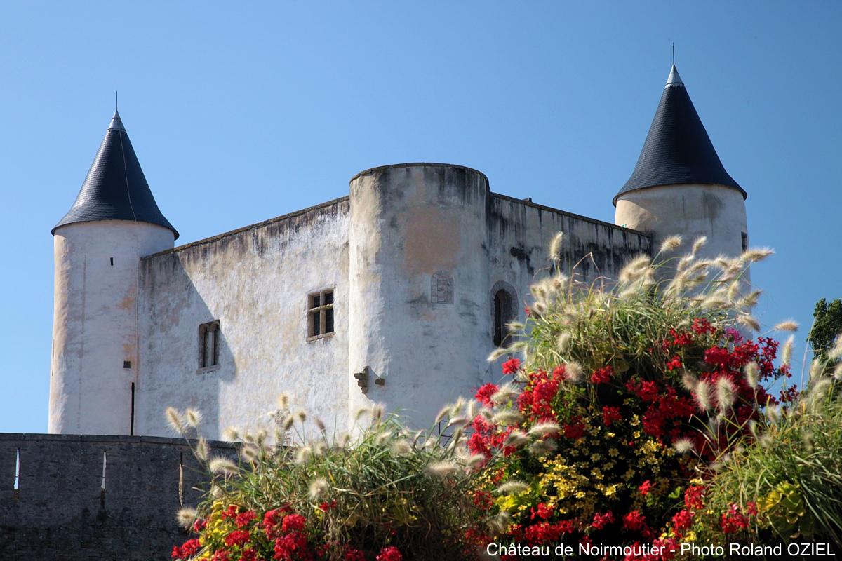 chateau-de-noirmoutier-vue-exterieure-fleurie-IMG_9980