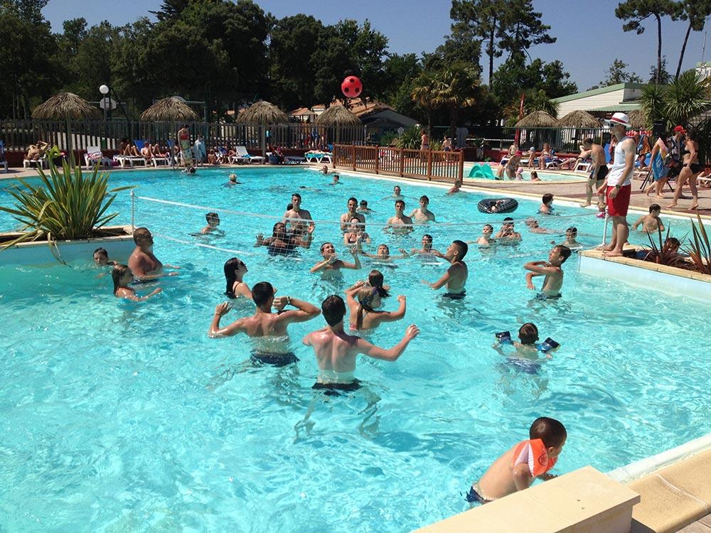 Camping avec grande piscine chauff e toboggan vend e for Camping saint jean de luz avec piscine