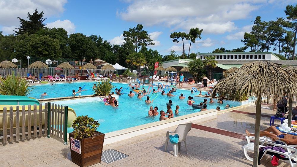 Camping près de Saint Maixent sur Vie avec piscine extérieure
