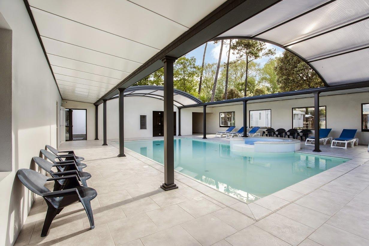 Camping avec espace aquatique pr s de saint hilaire de riez for Tarif piscine couverte