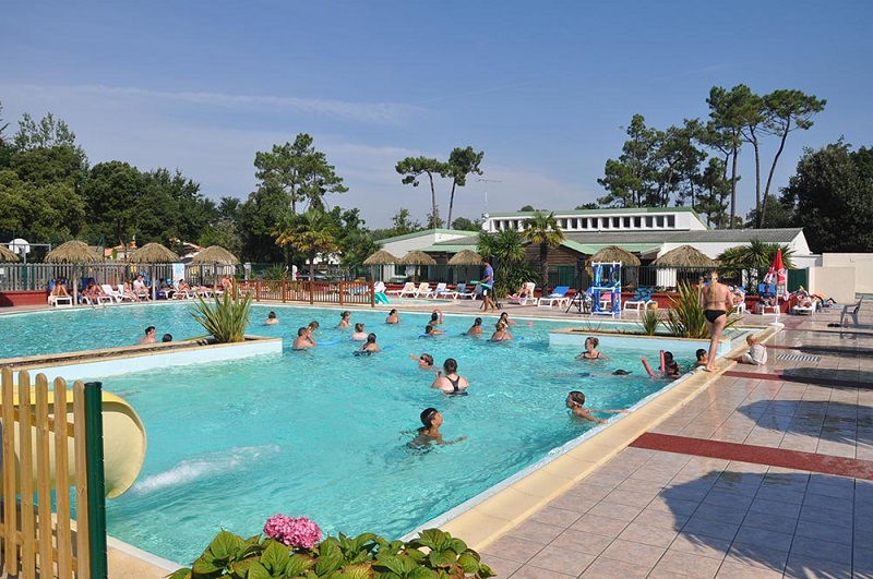 Camping vacaf en vend e le california for Piscine noirmoutier