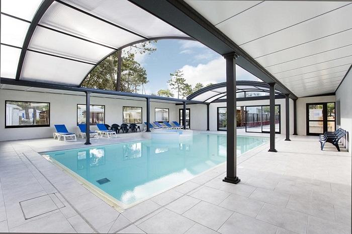 piscine couverte et chauffée au camping en Vendée