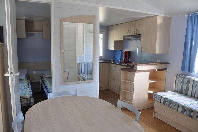 intérieur mobil-home en promotion au camping