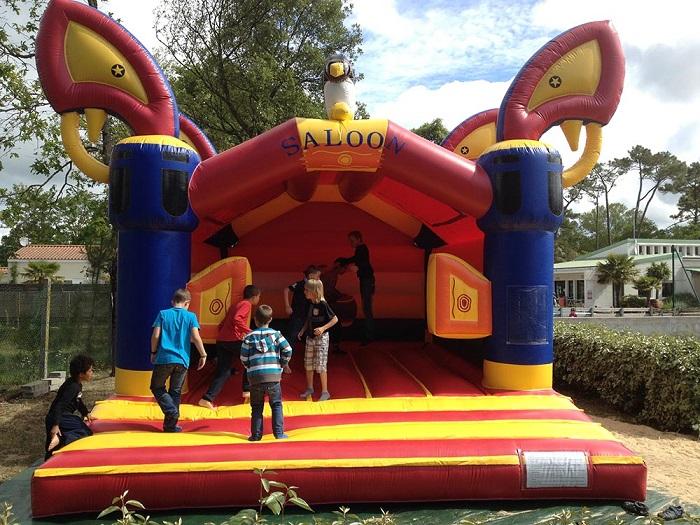 Jeux pour les enfants au sein du camping familial en Vendée